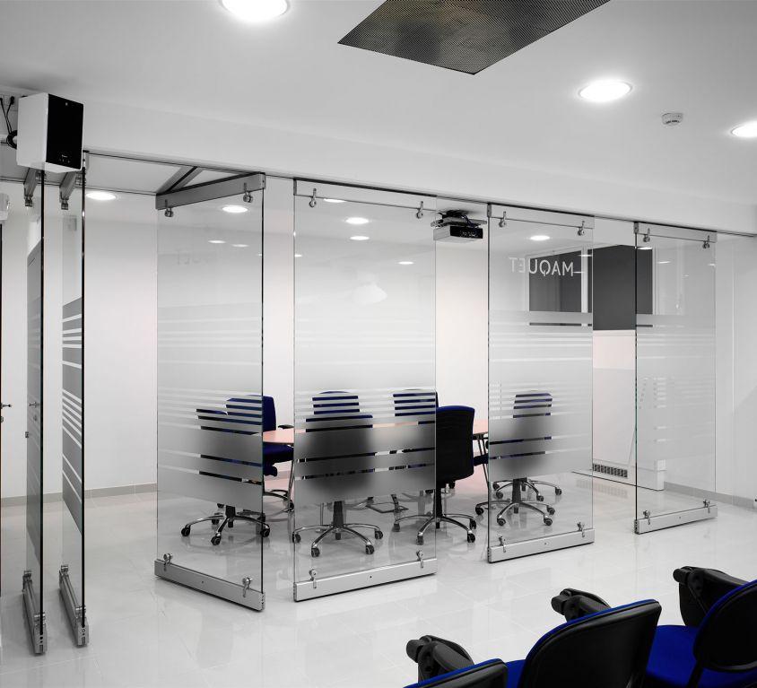 Tabique de vidrio en oficinas
