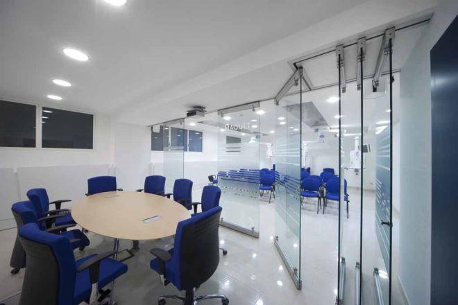 tabique-de-vidrio-en-oficinas-01