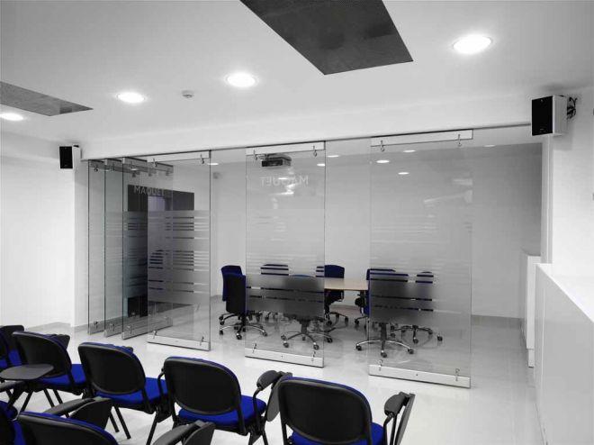 tabique-de-vidrio-en-oficinas-03