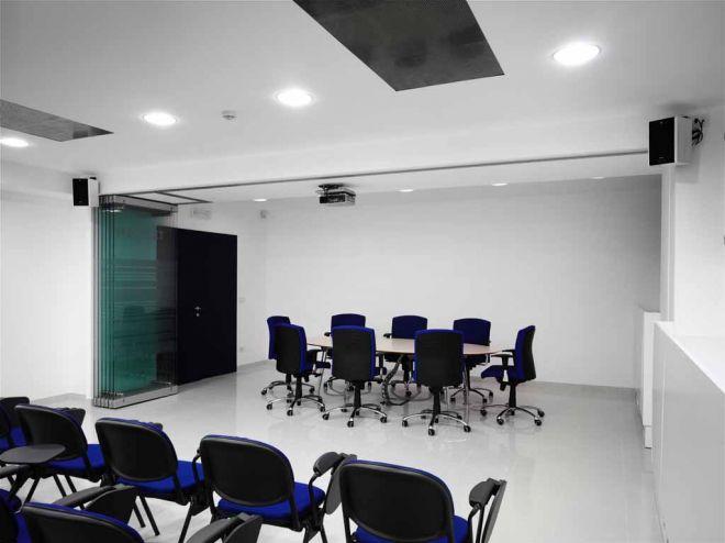 tabique-de-vidrio-en-oficinas-04