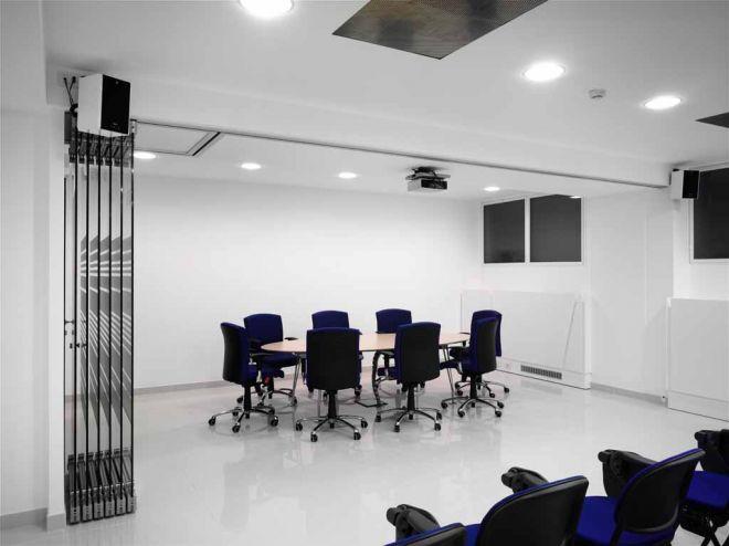 tabique-de-vidrio-en-oficinas-05