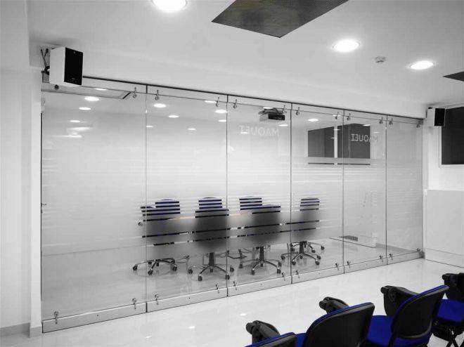 tabique-de-vidrio-en-oficinas-07